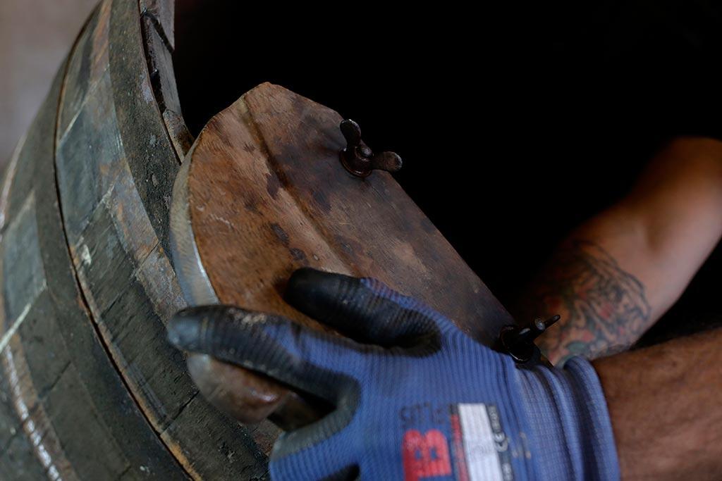 arreglar botas toneleria we love montilla moriles cordoba 3
