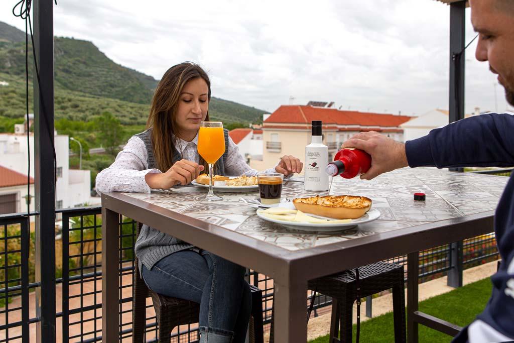 Desayuno con vistas Hotel Nueva Mencía - we love montilla moriles cordoba
